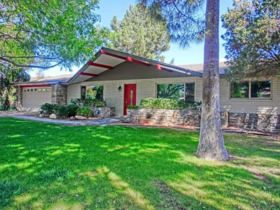 Maison unifamiliale for sales at Beautifully Remodeled Ranch Style Home In The Camelback Corridor 5009 N 38th Place Phoenix, Arizona 85018 États-Unis