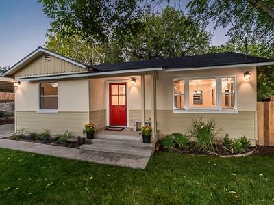Casa para uma família for sales at A Little Character & Charm 720 Tanner Drive  Paso Robles, Califórnia 93446 Estados Unidos