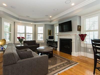 Kat Mülkiyeti for sales at 689 East Fourth- Unit 1   Boston, Massachusetts 02127 Amerika Birleşik Devletleri