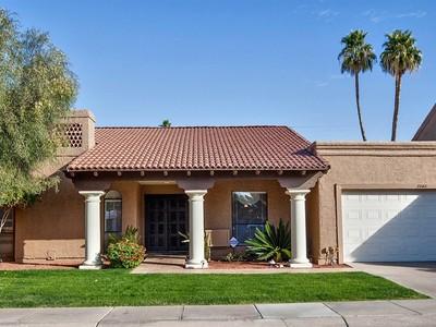 단독 가정 주택 for sales at Remodeled ''Hacienda Del Rey'' Lock-and-Leave Patio Home 7868 E Granada Rd Scottsdale, 아리조나 85257 미국