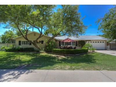 Частный односемейный дом for sales at Charming Ranch Home Nestled In The Center Of Arcadia 4861 E Calle Redonda Phoenix, Аризона 85018 Соединенные Штаты