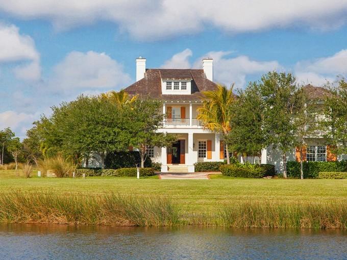 Maison unifamiliale for sales at Marsh Island Riverfront Showplace 9235 Marsh Island Dr Vero Beach, Florida 32963 États-Unis