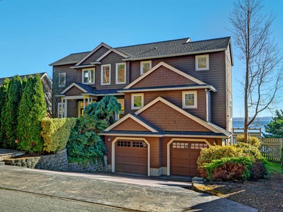 Villa for sales at Elegant on Sunny South Beach 10023 South Beach Dr Bainbridge Island, Washington 98110 Stati Uniti