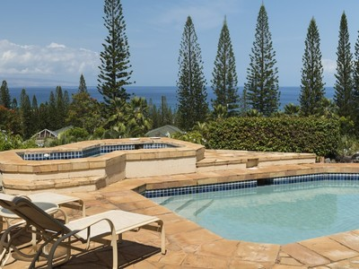Vivienda unifamiliar for sales at Beautiful Home On A Private Site With Expansive Views 324 Cook Pine Drive Kapalua, Hawaii 96761 Estados Unidos