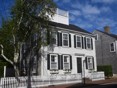 Maison unifamiliale for sales at Simply Town! 77 Orange Street Nantucket, Massachusetts 02554 États-Unis