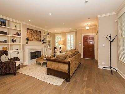 Casa Unifamiliar for sales at Spectacular Renovation! 1019 W George Street Chicago, Illinois 60657 Estados Unidos