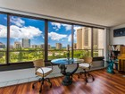 Appartement en copropriété for sales at Waikiki Condo Commanding Views 1910 Ala Moana Blvd #10C Honolulu, Hawaii 96825 États-Unis