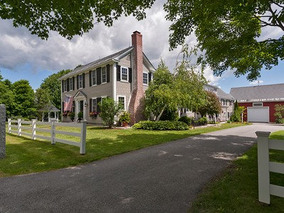 Villa for sales at Historic New London Home 191 Old Main Street New London, New Hampshire 03257 Stati Uniti