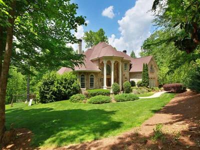 Villa for sales at Private Serene Setting 3+ Acres 221 North Allmond Lane  Alpharetta, Georgia 30004 Stati Uniti