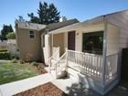 Moradia for  sales at Charming Home in Burkhalter 7450 Circle Hill Drive Oakland, Califórnia 94605 Estados Unidos