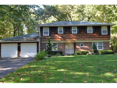 Maison unifamiliale for sales at Freehold Township Colonila 101 Eaglenest Rd  Freehold, New Jersey 07728 États-Unis