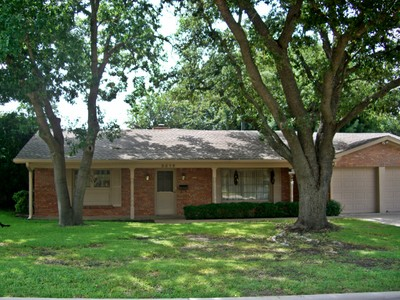 Single Family Home for sales at 5616 Wimbleton Way  Fort Worth, Texas 76133 United States