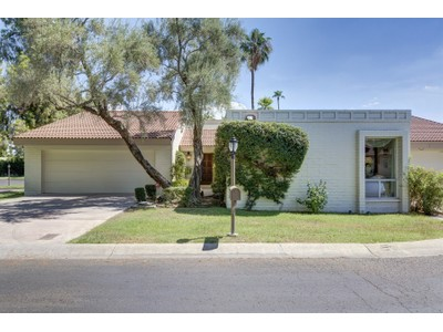 Einfamilienhaus for sales at Fabulous Home in the Perfect North Central Phoenix Location 20 E San Miguel Ave Phoenix, Arizona 85012 Vereinigte Staaten