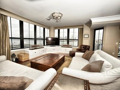 콘도미니엄 for sales at Panoramic Views at Maxwell Place 1025 Maxwell #901 Hoboken, 뉴저지 07030 미국