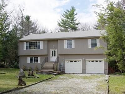独户住宅 for sales at Woodridge Lake Home 55 Rockwall Court  Goshen, 康涅狄格州 06756 美国