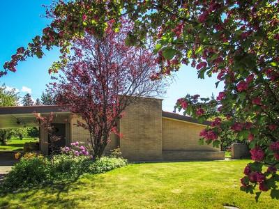 Maison unifamiliale for sales at Beautiful Classic 1950's Modern Home 6542 Madison Street Bonners Ferry, Idaho 83805 États-Unis