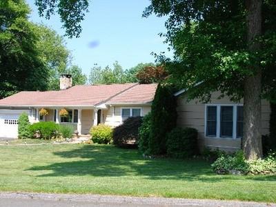 Casa Unifamiliar for sales at Norwalk Ranch 33 Oriole Drive Norwalk, Connecticut 06851 Estados Unidos