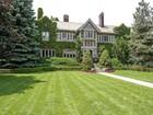 Casa para uma família for  sales at Turn of the Century Mansion 12 Ravenscliffe Avenue Hamilton, Ontario L8P3M4 Canadá