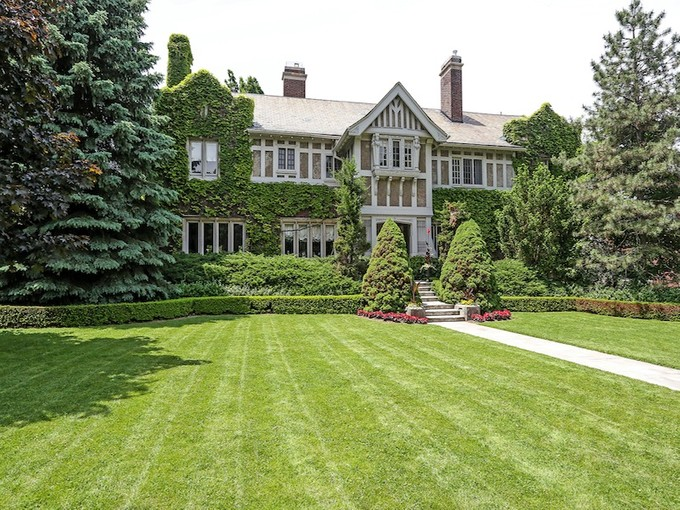Single Family Home for sales at Turn of the Century Mansion 12 Ravenscliffe Avenue Hamilton, Ontario L8P3M4 Canada
