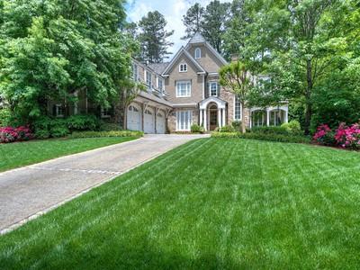 Частный односемейный дом for sales at Brookhaven Beauty 4564 Club Drive Atlanta, Джорджия 30319 Соединенные Штаты