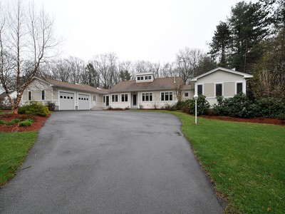 Moradia for sales at Contemporary 77 Forest Road Millis, Massachusetts 02054 Estados Unidos
