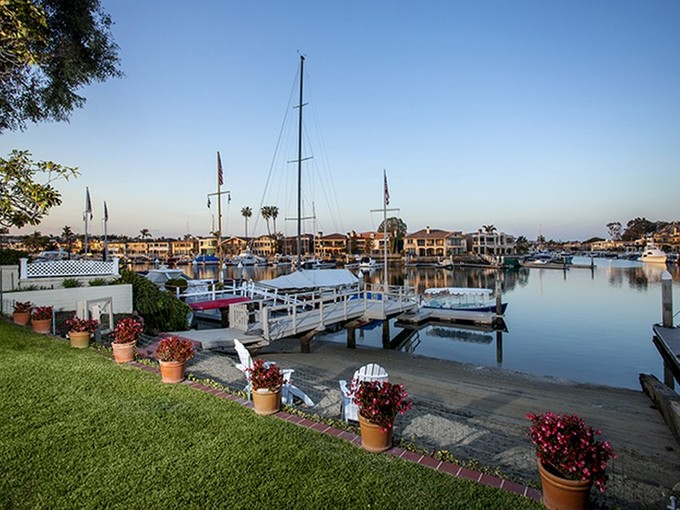 Moradia for sales at 11 Harbor Island   Newport Beach, Califórnia 92660 Estados Unidos