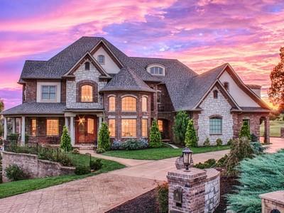 Villa for sales at Rarity Bay 250 Big Water Drive Vonore, Tennessee 37885 Stati Uniti