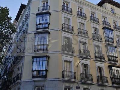 Appartamento for sales at Elegant apartment for sale in Jeronimos Valenzuela 12 Madrid, Madrid 28014 Spagna