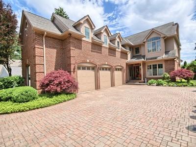 Maison unifamiliale for sales at West Bloomfield 6425 Alden Drive West Bloomfield, Michigan 48324 États-Unis