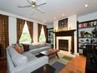 コンドミニアム for sales at Three Bedroom Condo 1741 W Pratt Boulevard Unit 3 Chicago, イリノイ 60626 アメリカ合衆国