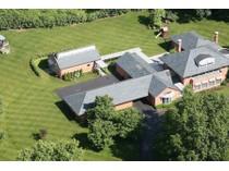Maison unifamiliale for sales at Impressive contemporary estate nestles on 3 acres 4 Somerset Downs Dr   St. Louis, Missouri 63124 États-Unis