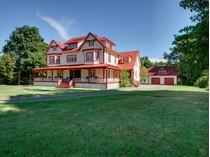 Частный односемейный дом for sales at Maison King 24 Rue du Moulin  Saint Pacome, Quebec, Квебек G0L 3X0 Канада