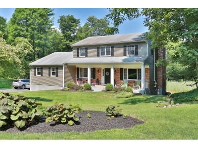 Moradia for sales at Amazing Value in this Pristine Colonial 113 Watch Hill Road Cortlandt Manor, Nova York 10567 Estados Unidos