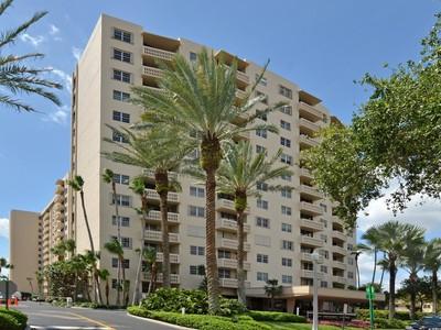 Eigentumswohnung for sales at Waterway Towers 90 Edgewater Dr 302  Coral Gables, Florida 33133 Vereinigte Staaten