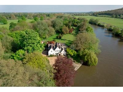 Maison unifamiliale for sales at Magna Carta Island 1 Magna Carta Lane Wraysbury Other England, Angleterre tw195af Royaume-Uni