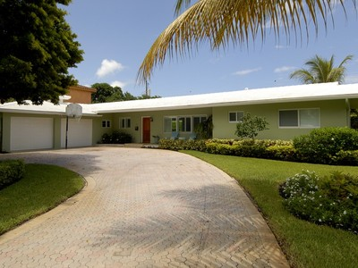 Vivienda unifamiliar for sales at Coral Ridge Galt 2508 NE 26 Ave. Fort Lauderdale, Florida 33305 Estados Unidos