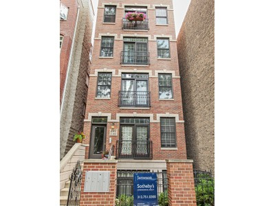 Villa for sales at 2 Bed 2 Bath Penthouse Unit in Heart of Lakeview 3507 N Reta Unit 4  Chicago, Illinois 60657 Stati Uniti