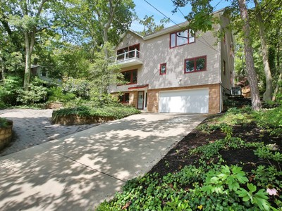 Maison unifamiliale for sales at Nestled Among The Trees 236 Hillside Drive  Neptune, New Jersey 07753 États-Unis