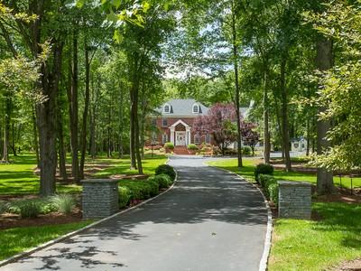 Moradia for sales at Gracious Georgian With Gorgeous Grounds - Lawrence Township 3 Toftrees Court Princeton, Nova Jersey 08540 Estados Unidos
