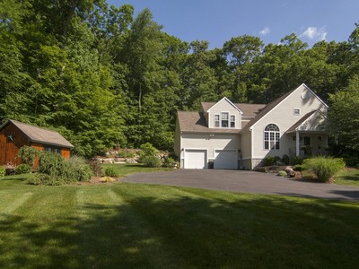 Nhà ở một gia đình for sales at Queens Gate Enclave 1 North Main Street Ivoryton, Connecticut 06426 Hoa Kỳ