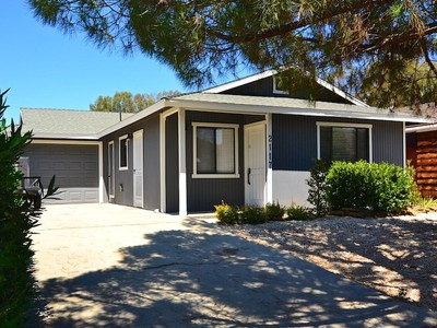 Nhà ở một gia đình for sales at Charming Home on Cul-De-Sac 2117 Big Buck Lane Paso Robles, California 93446 Hoa Kỳ