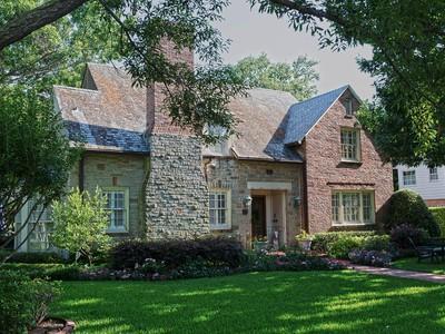 一戸建て for sales at Gracious Greenway Parks Tudor 5454 Wateka Drive Dallas, テキサス 75209 アメリカ合衆国