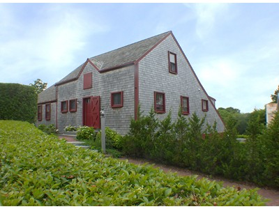 Maison unifamiliale for sales at Renovated Barn 31 York Street Nantucket, Massachusetts 02554 États-Unis