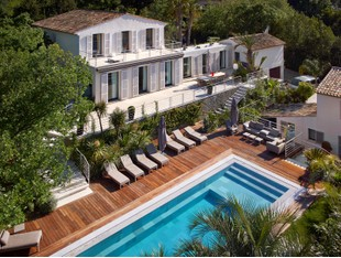 Villa for sales at Modern Townhouse with breathtaking sea view  Saint Tropez, Provenza-Alpi-Costa Azzurra 83990 Francia