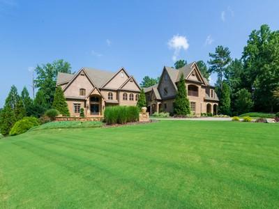 一戸建て for sales at English Inspired Manor Home 201 Traditions Drive Alpharetta, ジョージア 30004 アメリカ合衆国