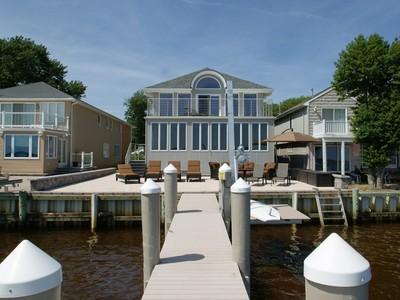 Maison unifamiliale for sales at Terrific Custom Bayfront 822 McKinley Avenue  Toms River, New Jersey 08753 États-Unis