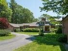 Casa para uma família for  sales at 19 Sturdivant Road  Cumberland, Maine 04110 Estados Unidos