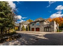Casa Unifamiliar for sales at Exceptional property 28 Rue du Vert-Bois   Sainte-Julie, Quebec J3E3N3 Canadá