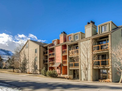 Condominio for sales at Super Cute 1 Bed Condo with Character Across the Street from PCMR 1530 Empire Ave #115 Park City, Utah 84060 Stati Uniti