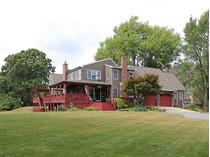 Hospedagem com café da manhã for sales at On Cranberry Pond 43 Fuller Street   Middleborough, Massachusetts 02346 Estados Unidos